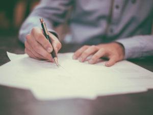 Как найти нужного нотариуса для открытия наследственного дела (квартира, банковский вклад)?